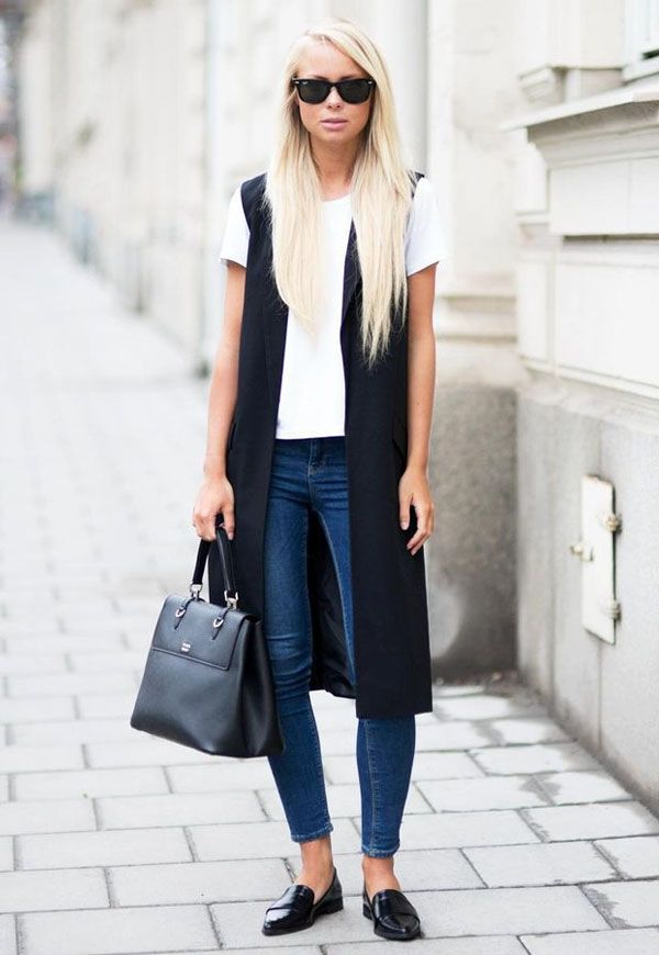 Look colete longo street-style-denim-white-tshirt-long-black-vest