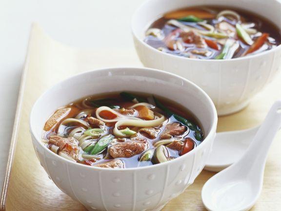 Scharfe Rindersuppe auf thailändische Art ist ein Rezept mit frischen Zutaten aus der Kategorie Rind. Probieren Sie dieses und weitere Rezepte von EAT SMARTER!