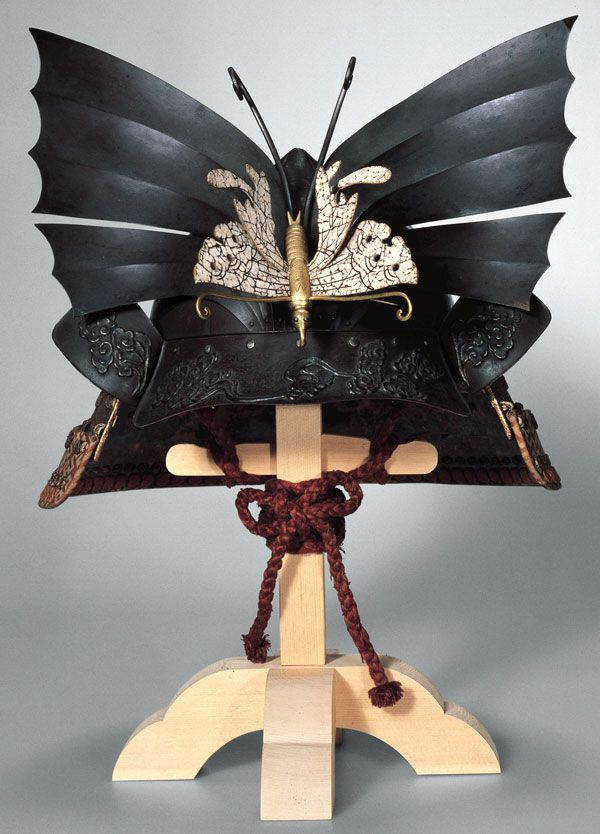 Momonari-kabuto (peach-shaped helmet) with butterfly crest, Edo period, 18th century, Iron, wood, gold, leather, lacquer, and silk, H. of bowl, 26.5 cm, National Museum of Japanese History, Chiba Prefecture