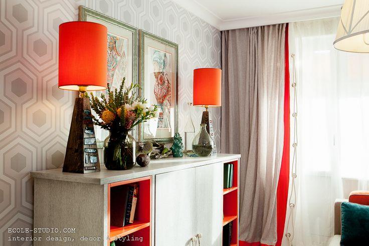 Дизайн интерьера комнаты для творческой семейной пары в рамках проекта «Идеальный ремонт» на Первом канале. Авторская мебель по индивидуальному заказу в интерьере