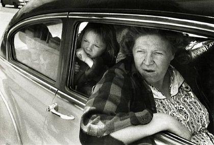 """Hola a todos, bienvenidos!. En este post les mostraré las fotos más icónicas de los fotógrafos mas reconocidos de la historia. Henri Cartier-Bresson. """"Tus primeras 10.000 fotografías serán tus peores fotografías."""" Henri Cartier-Bresson...."""
