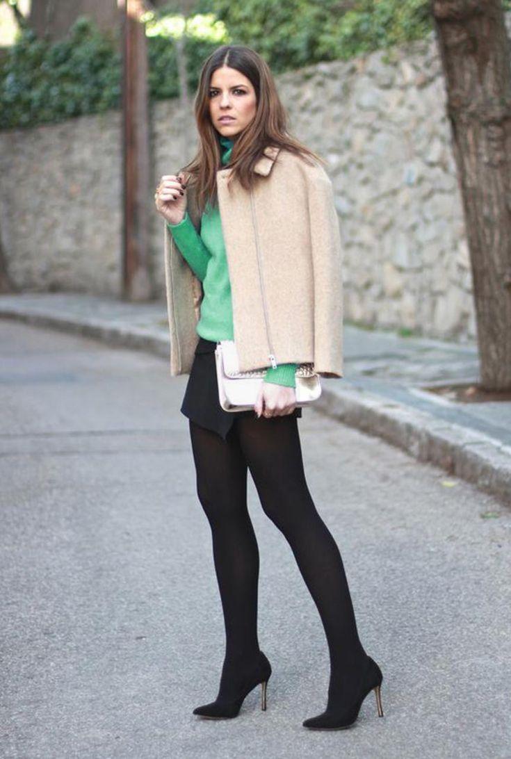 Conjunto chaqueta beis, jersey verde, falda y tacones negros, bandolera blanca #misconjuntos #conjuntomoda #modafemenina #ropamujer #modainvierno #combinarropa