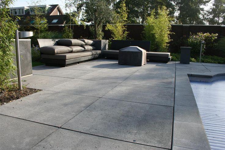 Mooie tegels: Oud Hollands Antraciet 80 x 80 cm - Schellevis® Beton - Bestratingsmaterialen - DeTuinwebshop.nl