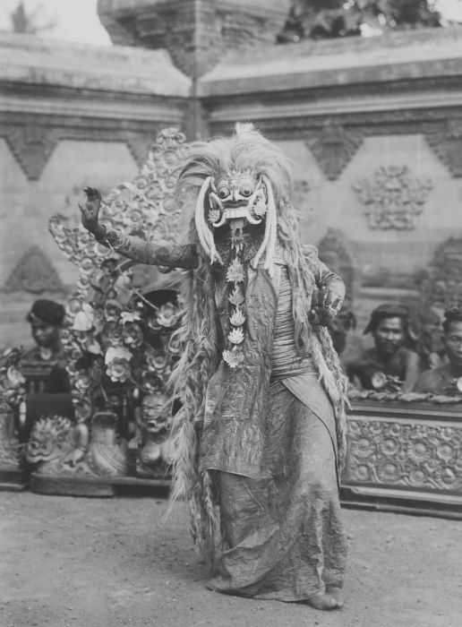 Dancer with a mask of Rangda during a dance performance with a gamelan orchestra,Tropenmuseum, Bali, 1882.