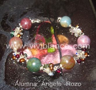 Pulsera / Manilla con perlas cultivadas y piedras semipreciosas. Curso de Joyería de ViviBlanco