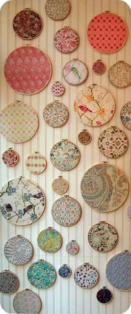 décor réalisé avec des cercles de broderie recouverts de tissu - D#IY