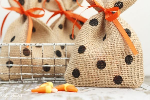 18 best DIY Burlap Gift Bags images on Pinterest Burlap gift bags - halloween treat bag ideas