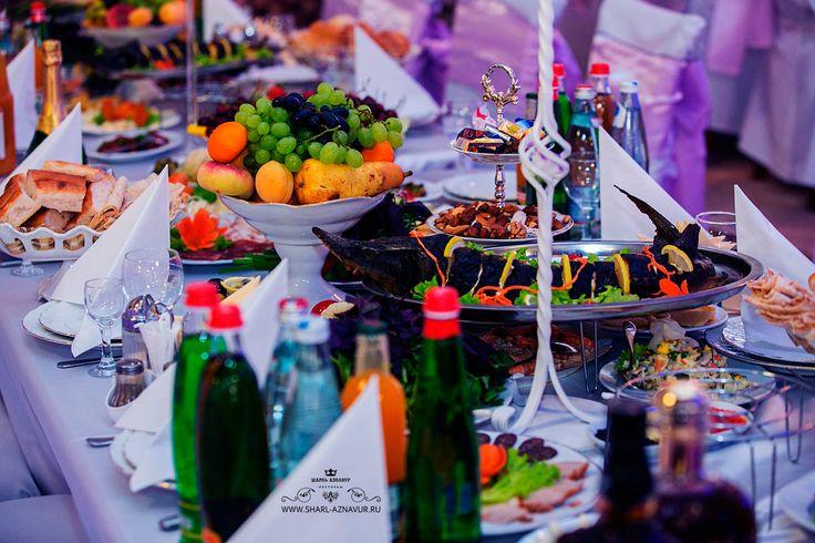 Банкетный стол в ресторане ШАРЛЬ АЗНАВУР! Сеть ресторанов ШАРЛЬ АЗНАВУР в Лобне, Химках и Солнечногорске предлагает свои банкетные залы под корпоративы, свадьбы и любые торжества до 500 посадочных мест. Ждем вас с любовью в ресторане Шарль Азнавур по адресу: Коммунальный пр-д, 2, Химки, Московская область, Россия, 141401, Моб: 8 (909) 691-03-90, www.sharl-aznavur.ru