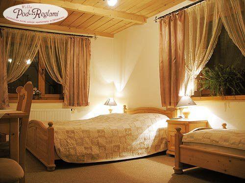 Pokój nr 2 - wpokoju łazienka z prysznicem, na pierwszym piętrze znajduje się ogólnodostępna w pełni wyposażona kuchnia. http://www.podreglami.pl/zakwaterowanie/pokoje-3-osobowe.html