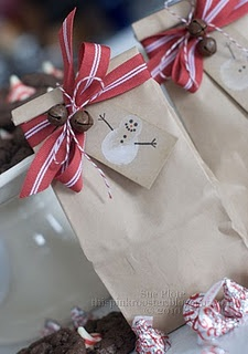 Nice wrapping idea for giving holiday baked goods to classmates, teacher