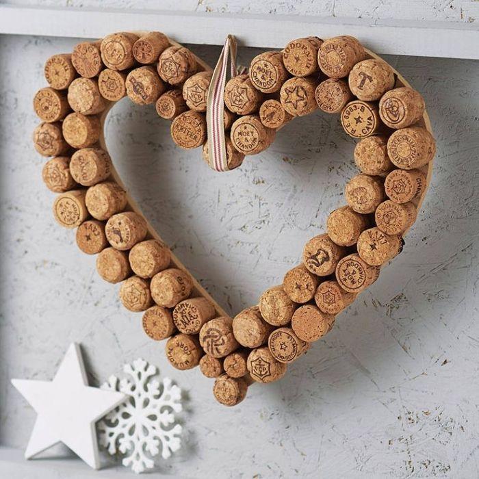 Deko-Kranz in Herz-Form-zu Weihnachten mit gebrauchten Sektkorken basteln
