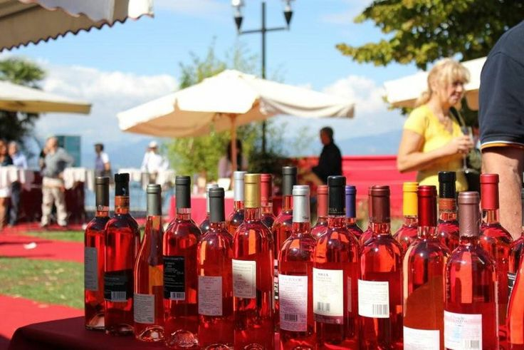 """From May 30th to June 2nd come in #Bardolino for """"Palio del #Chiaretto"""": the city turns #pink and you can taste one of our most typical #wines! #LakeGarda"""
