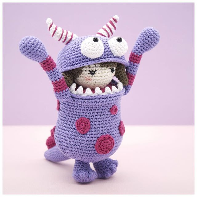 Raaaaawwwr!!! Little Ella thinks she is rather scary in her monster suit! 😂 (I don't think she is succeeding really!). This is my entry for the Amigurumi Monsters Design Contest that is being run by @amigurumipatterns ...such a fun theme and it's been so amazing seeing everyone's monster creations on Instagram! 💞 #amigurumi #crochet #crochetdoll #amigurumipattern #amigurumimonster #etsy #etsyAU #bubblesandbongo #littleaquagirl #あみぐるみ