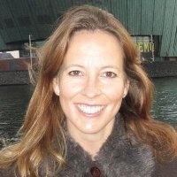 Geralda Wickel - ContentDeveloper. Geralda is onze content developer en verantwoordelijk voor artikelen, whitepapers en e-books over nieuwe marketing en social media op onze websites en communities. Daarnaast maakt ze deel uit van het strategisch team op het gebied van contentstrategieën. PR & externe communicatie behoort ook tot haar vakgebied. Geralda combineert haar passie voor social media en schrijven met haar jarenlange kennis en ervaring op het gebied van marketing en communicatie.