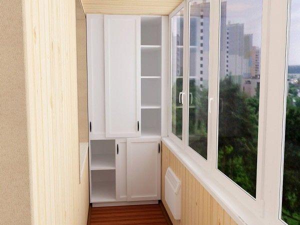 Деревянный шкаф на балконе