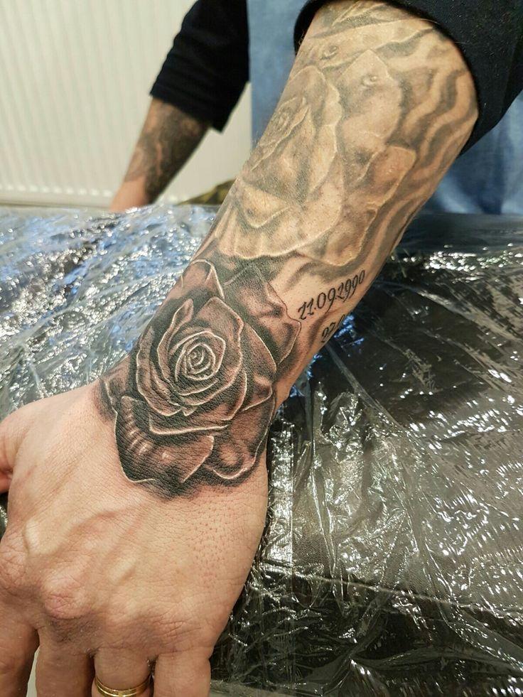 ber ideen zu rosen tattoo auf pinterest rosen tattoo arm tattoo designs und. Black Bedroom Furniture Sets. Home Design Ideas