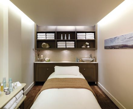 Perfect treatment room layout, nice lighting and storage