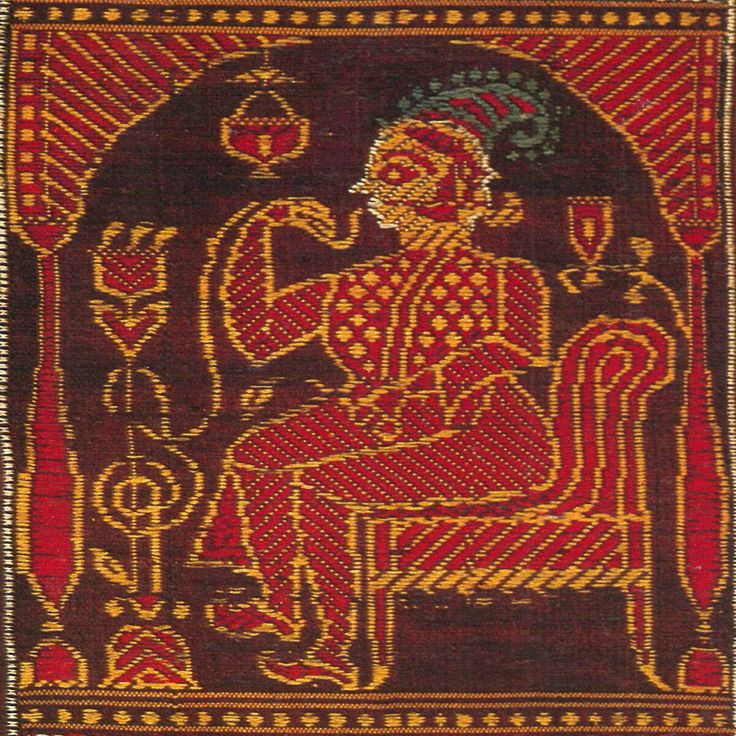 A Sahib or a Bibi smoking hookah was the common motif for the saree, reflecting the amalgamation of the European Culture