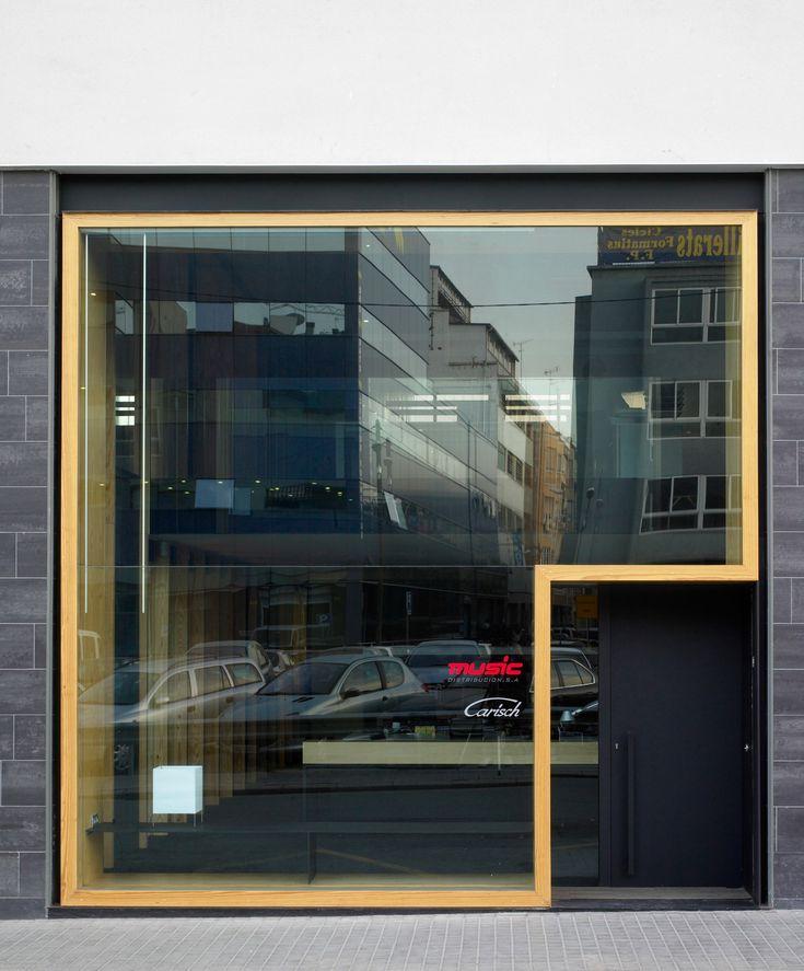 1000 ideas about retail facade on pinterest facades porous pavement and shopping center - Estudio arquitectura barcelona ...