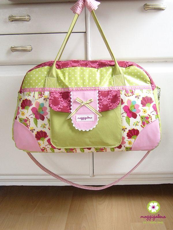 Ich durfte für Claudia ( mein Liebstes ) probenähen.   Und zwar ihre * little-holiday-bag * .     Ich bin richtig glücklich mit dieser T...
