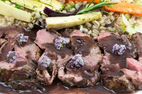 Roast lamb with thyme and red wine sauce