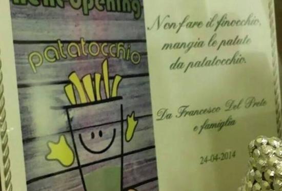La patatineria che con i suoi slogan sta scandalizzando Napoli!!
