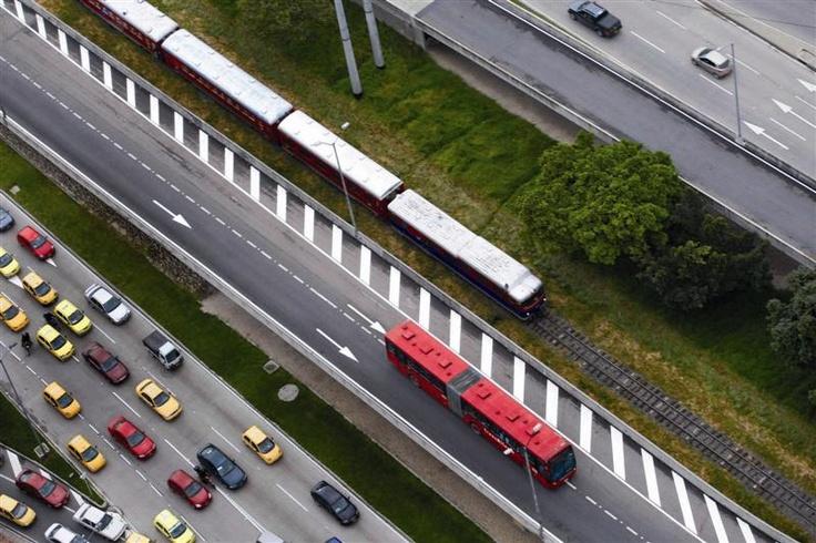 TransMilenio el primer paso en el Sistema integrado, ¡Súbete por aquí es el camino!