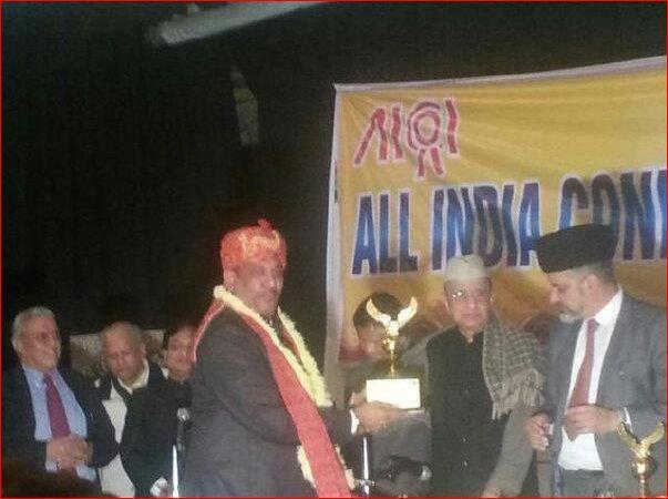 Mr. Ramesh Bhutani receiving DELHI RATAN from Honble Sh. Bhimshma Narain Singh &   Sh. H.S. Brahma