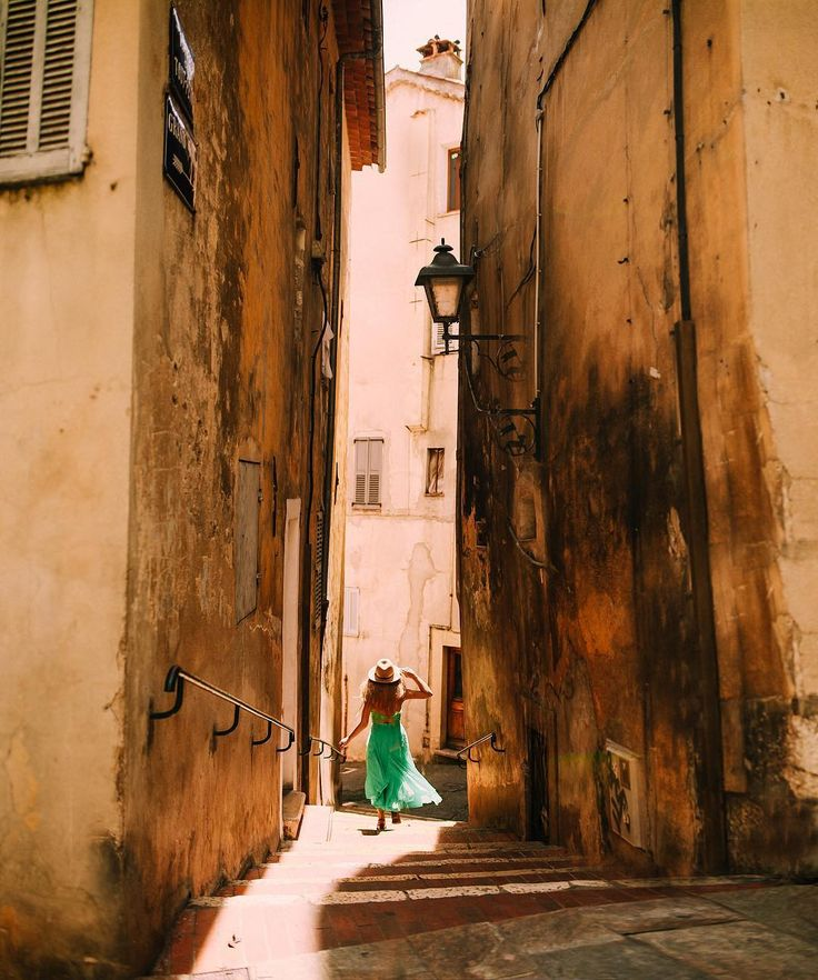 """4,345 Likes, 23 Comments - Rosie Hardy (@georgiarosehardy) on Instagram: """"354/365 🌞 @nhportraits and I spent today exploring the little town of Grasse, chasing light down…"""""""