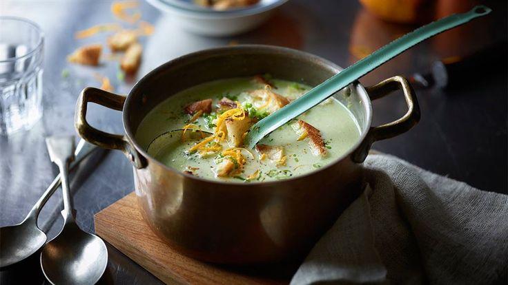 W Kuchni Lidla znajdziesz przepis na aromatyczną zupę z groszku i pomarańczy, którą przygotujesz w 30 minut! Jej smak na pewno Cię zachwyci!