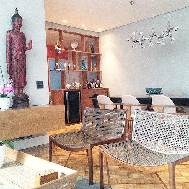 ••DetalheProjeto•• Projeto Jardins by NOTARdesign✨ #NOTARdesign#ourjob#styles#contemporary#ethnic#braziliandesign#brazilianstyle#chair#furniture#furnituredesign#decor#interiors#interiordesign#interiorstyling#lojaclami#dpotbrasil#DNAlamp#woodwork#notardesign