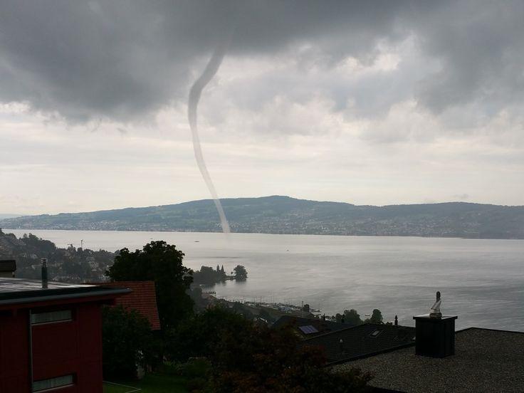Wasserhose am Zürichsee.