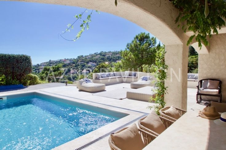 LAST MINUTE ACTION – 20% reduction at the last available weeks of 2017! Villa Petite Sirene is available for 8 till 10 persons. A in 2017totallynew and luxury renovated charming provencal style villa with authentic design! There is a beautiful large terrace of about 100 m2, facing south, with a modern (heated) swimming pool and …
