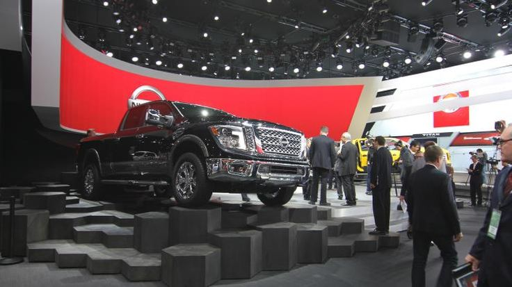 Nissan Titan photo from the Detroit auto show floor Photo 1