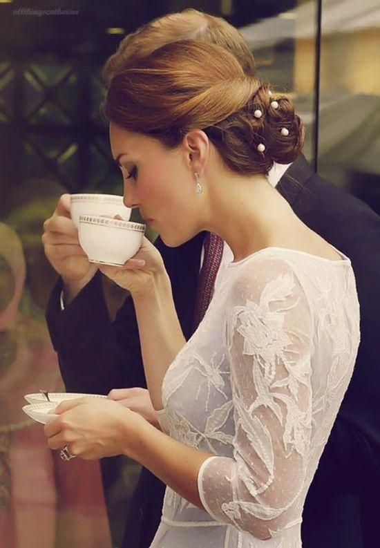 Princess Kate - sipping some tea with family #PrincessKate #KateMiddleton #NailButter www.Facebook.com/...