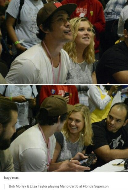 Bob Morley & Eliza Taylor playing Mario Cart 8 at Florida Supercon