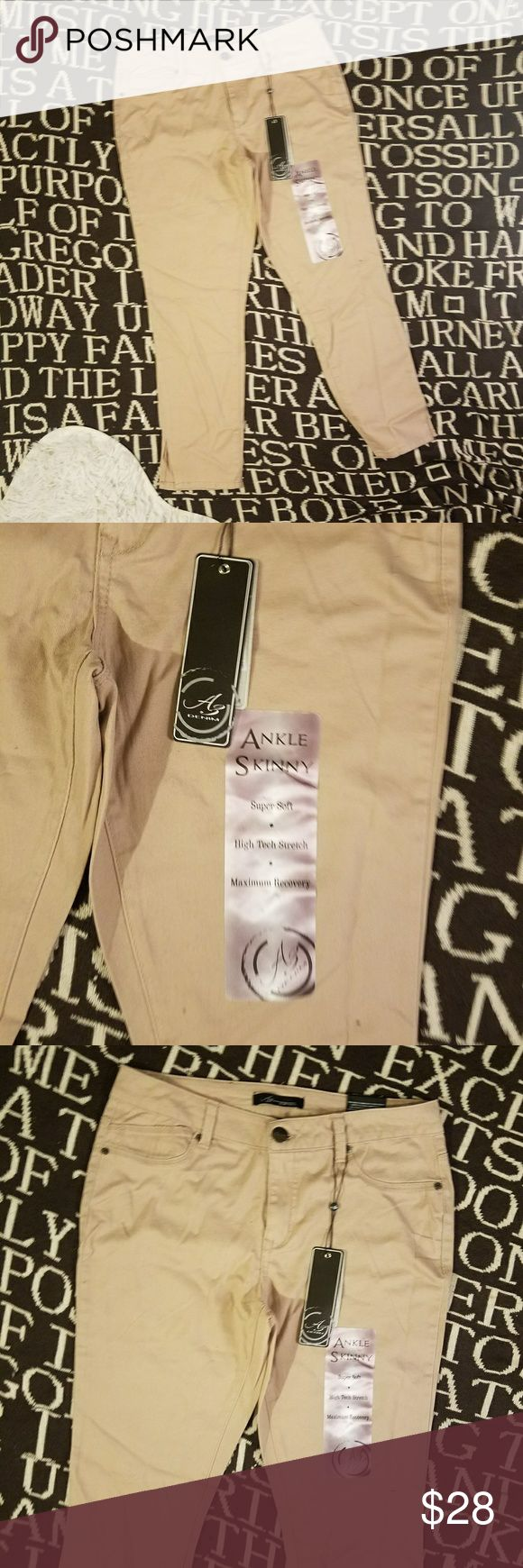 Az denim skinny ankle khaki cream jeans 10 soft Brand new with tags size 10 cream khaki color skinny cropped ankle jeans with front and back pockets and zipper fly these are super soft and they can stretch if you like it make me an offer through the button but no trades az denim Jeans Ankle & Cropped