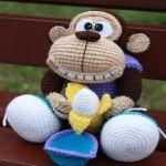VER MAS MONOS MONKEY | SINGE | SCIMMIA | MACACO | AFFE | обезьяна | 猴子 POR: amigurumi.today    VERPATRÓN 22280     lanas de colores  fieltro  guata para el relleno  ganchillo y aguja de lana    INICI