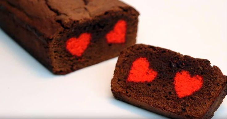 Een chocoladecake met een verborgen hart erin. Dit is echt hét perfecte recept voor Valentijnsdag!