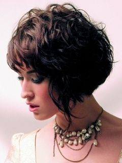 Summer Wavy Bob Hair Styles - Short or medium crops are feminine and radiate confidence