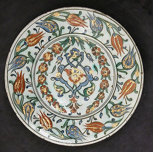 Dish | Iznik, Turkey, 17th century | Earthenware, glazed | VA Museum, London