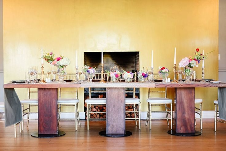 Gold tiffany chairs, gold wall, bright flowers