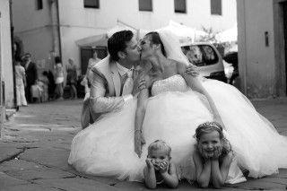 Leuke trouwfoto met de kindjes