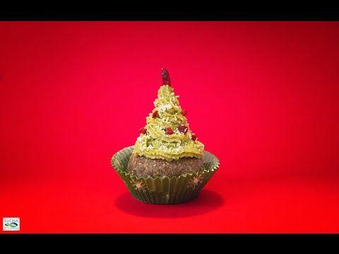 CupCakes Innevati - Dolce Veg Raw Food  Un dolce ideato per le feste di Natale che si può preparare anche con largo anticipo. Il gusto speziato della pastella si unisce alla freschezza della crema di arancia, cocco e menta, in un tripudio di sapori che si legano in modo armonico.  Link: http://www.cucinabioevolutiva.com/2014/12/23/cup-cake-innevato-ricetta-crudista/  #raw #rawfood #crudismo #natale #xmas #veg #vegan #vegetarian #dolce #dessert