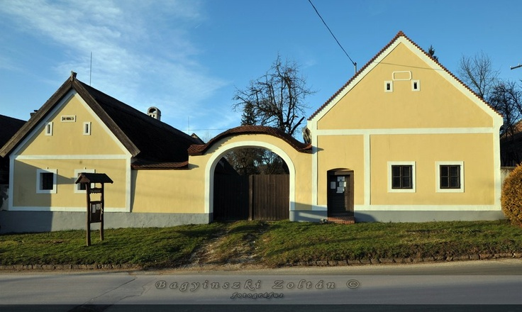 Hungarian folk architecture