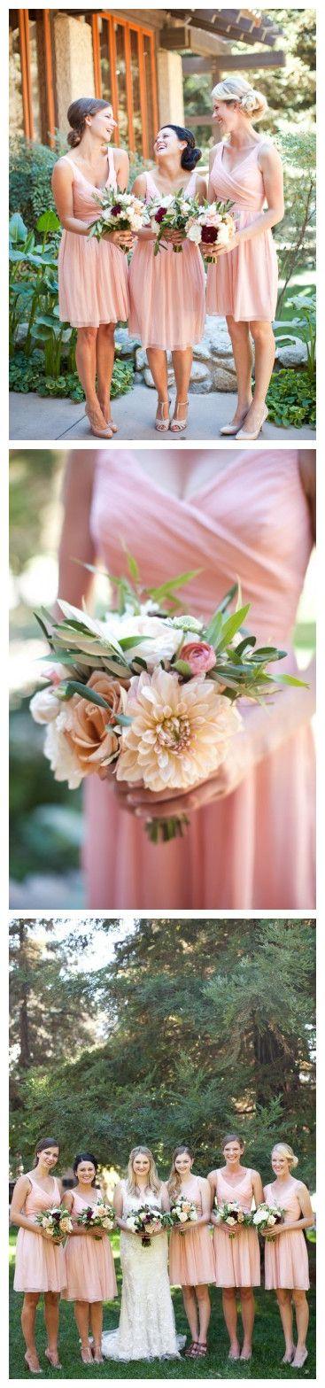 Einfaches A-Linie V-Ausschnitt Knielanges Rosa Brautjungfernkleid mit Falten
