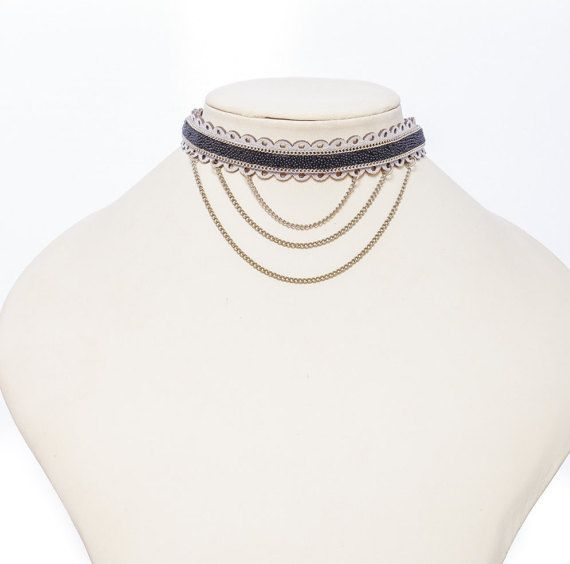 Leather and chains choker with a glittery effect