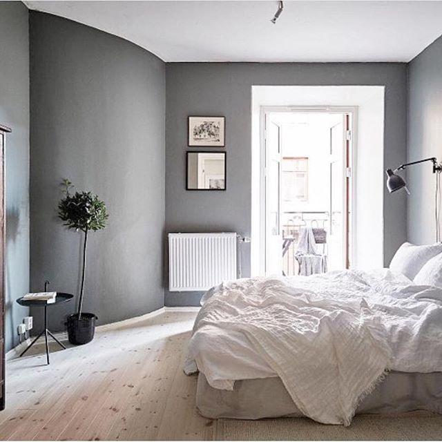 Morning has broken. One of our favourite bedrooms styled by @greydeco.se photo by @fotografjonasberg for @stadshem.