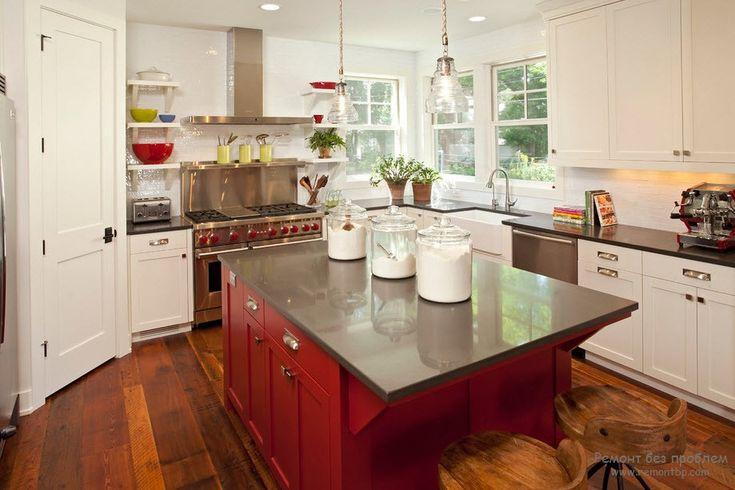 Красный стол на кухне