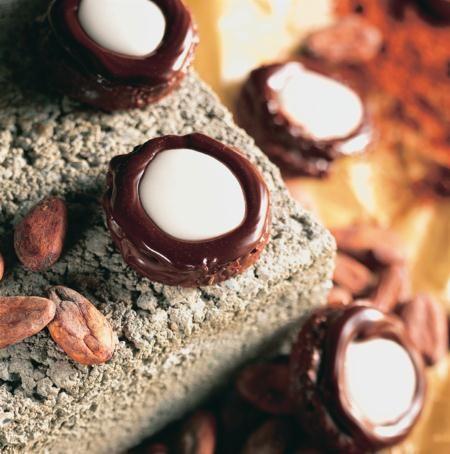 Chokladkyssar - En kyss av söt choklad, krämig tryffel och kylande mint – kan det bli bättre? Dessa små kakor är verkligen en smakupplevelse av stora mått.